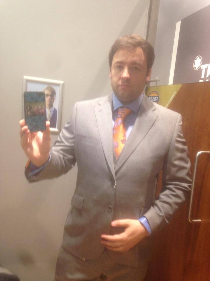 buying-a suit-stage-01