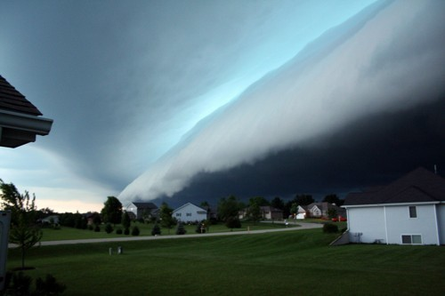 scary-cloud-haunting