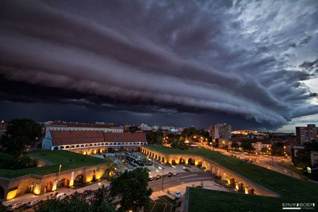 scary cloud that looks like a tidal wave